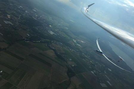 Lot skrzydło w skrzydło.jpg